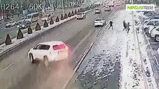 Машина выскочила на полосу встречного движения.