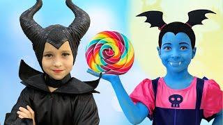 Junior Vampirina and Sofia Pretend Play with favorite Toys