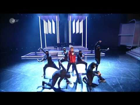 Pray & Never Say Never - Live @ Wetten Dass..? - Justin Messes Up - 03/19/11