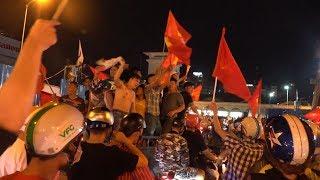 U23 VIỆT NAM vào bán kết ASIAD, người Sài Gòn đổ xuống đường ăn mừng cả đêm