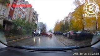 Свежая подборка идиотских автоаварий | Дорожная жизнь - 4