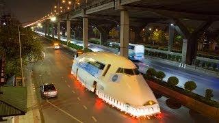 Boeing 747 transported on the road in Bangkok ขนส่งเครื่องโบอิ้ง747 จากดอนเมืองไปบางเลน