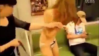 踏みにじらビジープレイングゲームは、彼女のスカートを落としました 雨坪春菜 動画 13