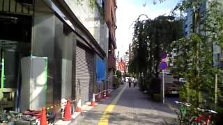 都内で活動しているバンド、アシタカラーが渋谷駅から渋谷CRAWLへの行き...