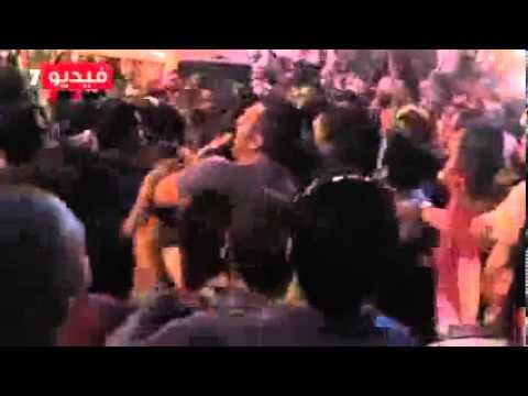 متظاهرو التحرير يجردون سائحة أجنبية من ملابسها ويعتدون عليها جنسيًا