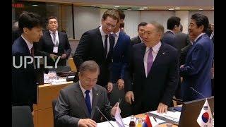 정상들 사이에서 문재인 친화력 ASEM 아셈  Asia-Europe meeting South korea president Moon