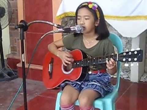 8yr. old Charis Dorothy sings GRACE (Laura story) with her small guitar