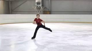 Прыжок в шпагат в исполнении Дмитрия Михайлова