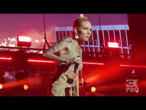 Eminem & Skylar Grey - Love the Way You Lie (Abu Dhabi, Du Arena, 25.10.2019)