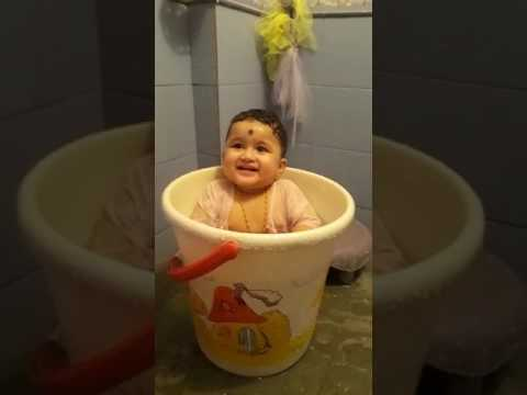 cute baby bath video youtube. Black Bedroom Furniture Sets. Home Design Ideas