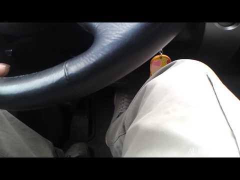 звуки при нажатии педали тормоза приус 20 ка