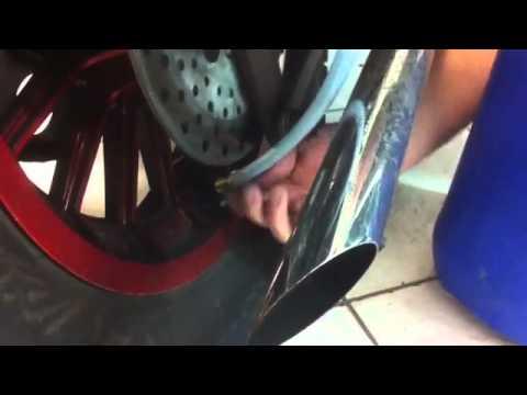 injection gel anti crevaison moto secudis youtube. Black Bedroom Furniture Sets. Home Design Ideas