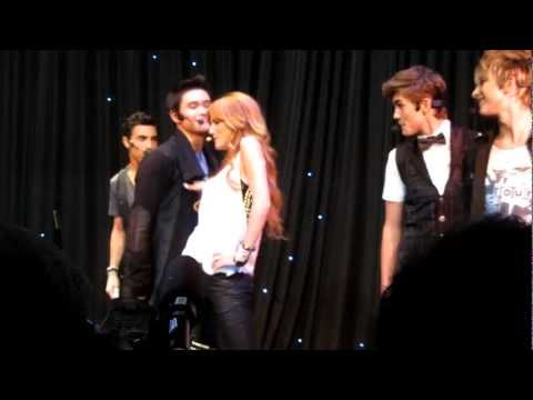 "IM5 & Bella Thorne ""Can't Stay Away"" Staples for Students"