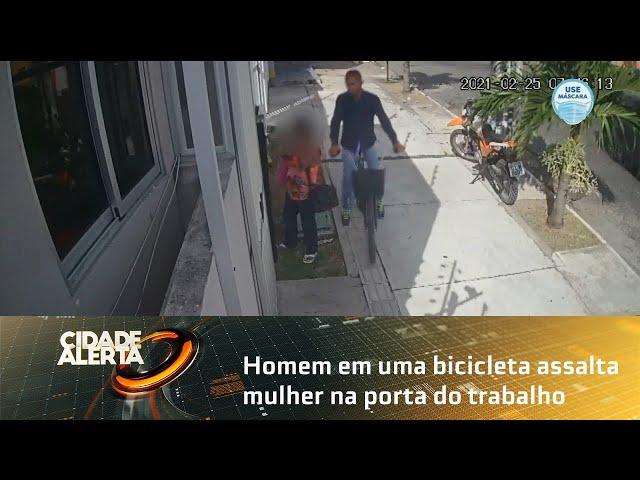 Homem em uma bicicleta assalta mulher na porta do trabalho, no bairro do Farol