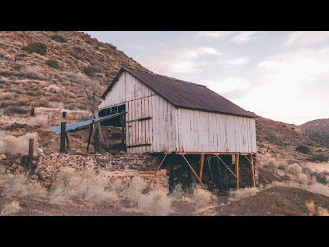 EXPLORING AN ABANDONED GHOST BARN || PALMDALE CA