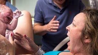 Die Mutter bringt ihr Kind zur Welt - als sie das Geschlecht erfährt ist sie sprachlos thumbnail