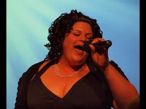 See the viral video of Christina Kokonis-Viggers singing