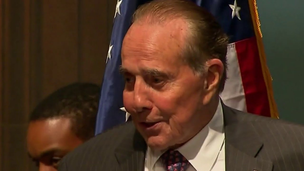 Bob Dole diagnosed with stage 4 lung cancer
