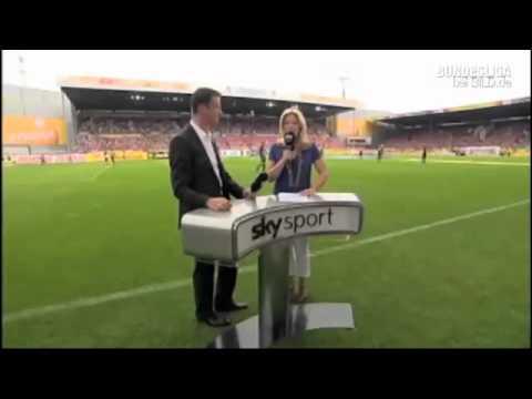 Sky Moderatorin Jessica Kastrop Bekommt Bei Mainz Stuttgart Ball An Den Kopf Sport Fussball Bild De