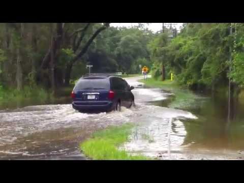 Tampa Flooding ( old lady gets splashed )