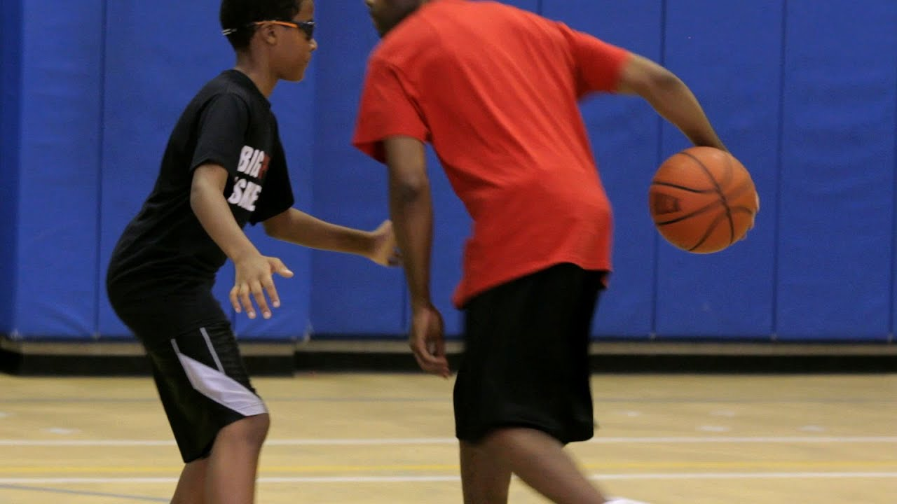 How to Throw a Behind-the-Back Pass | Basketball Moves ...