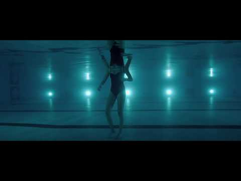 It Follows - Swimming pool scene