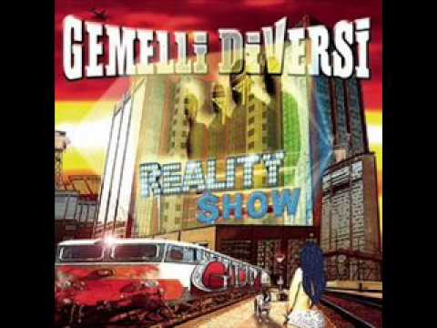 Gemelli diversi reality show con testo with lyrics youtube - Gemelli diversi fotoricordo testo ...