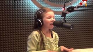 9 летняя девочка исполняет хит улыбайся