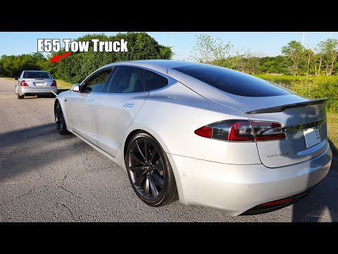 Man Charges Tesla Model S by Towing it with Mercedes, Replenishes 40% Battery in 25 Miles of Towing
