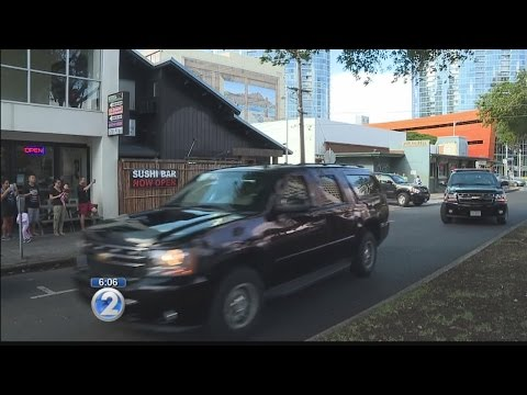 President Obama and daughters eat at Side Street Inn, venture into Waikiki