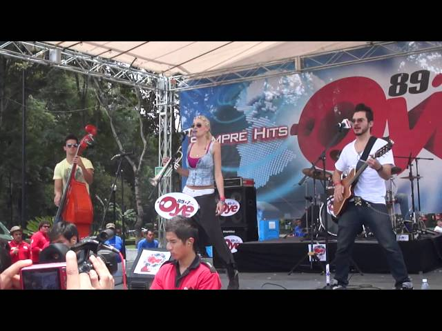 Jenny and The Mexicats (Sin mirar atrás) en el evento oye de aniversario 2013 89.7fm Videos De Viajes
