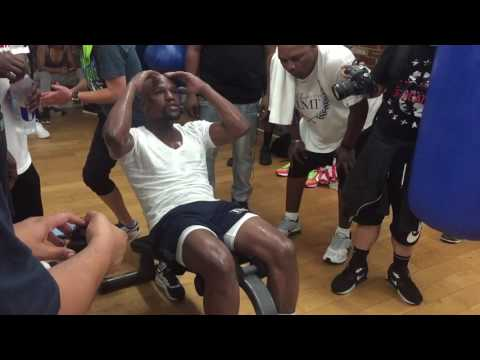 FLOYD MAYWEATHER STOPS TRAINING TO CORRECT YOUNG FIGHTER ON HIS MISTAKES