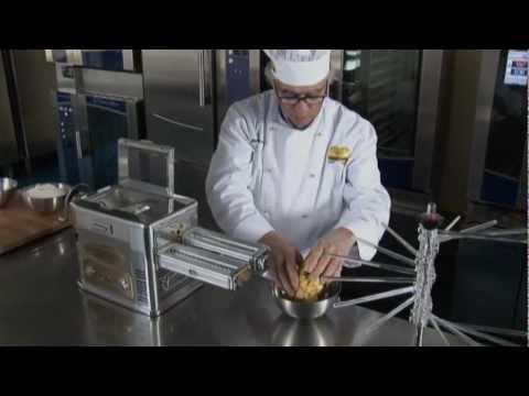 Ristorantica impastatrice torchio e trafila per la pasta youtube - Impastatrice per pasta fatta in casa ...