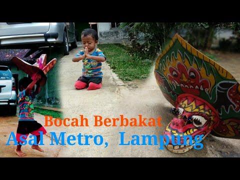 Ucup, Bocah Metro Lampung yg Berbakat melestarikan kesenian Jaranan / Kuda Lumping..