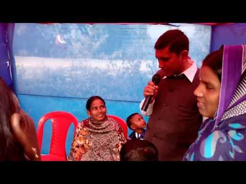 Gunjan kumar addressing farmer stall ladies