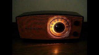 ナショナルの真空管ラジオ DX-370 です。 発売は昭和29年(1954年)、当時...