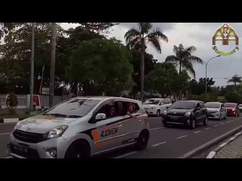Konvoi Toyota Agya dari 4Jovem di Pekanbaru (eng)