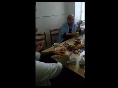 Медики обедали и пили шампанское, пока больные дети сидели в очереди