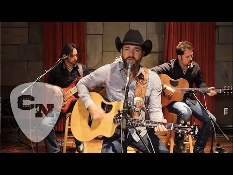 Craig Campbell - Keep Them Kisses Comin' | Hear and Now | Country Now