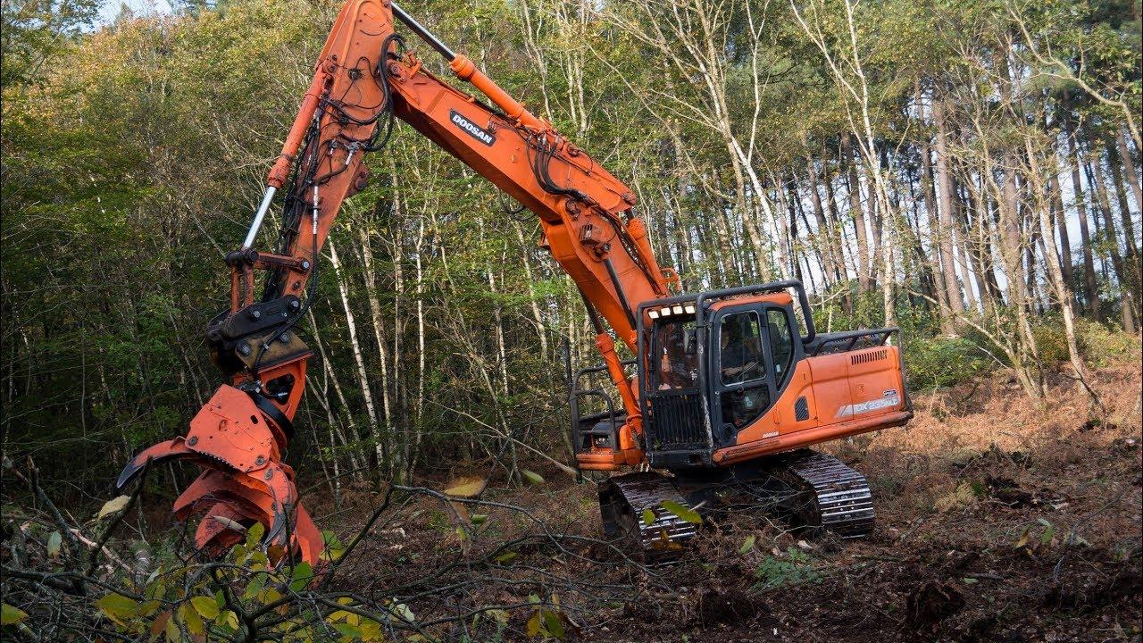 Une pelle de 23 tonnes au bois energie avec un secateur westtech YouTube # Breizh Bois Energie