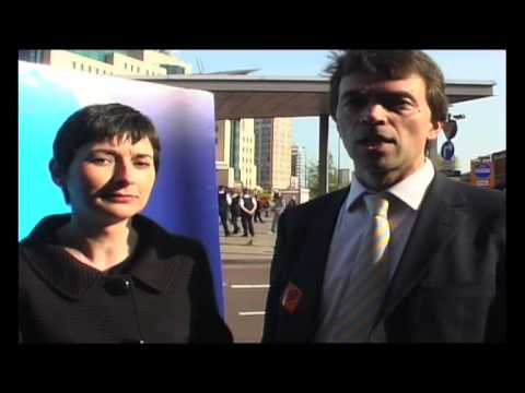 Tom Brake MP & Caroline Pidgeon launch the London Lib Dem One Hour Bus Campaign in Central London