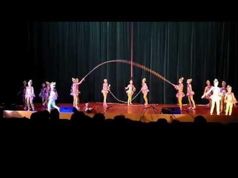 видео: танец со скакалками .avi.flv