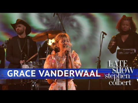 Grace VanderWaal Performs 'Clearly'