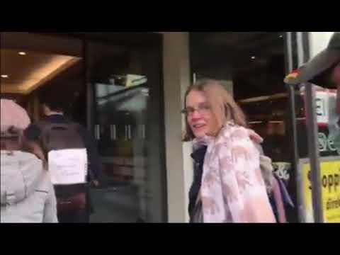 Anti Masken Flashmob in Berlin ganz ohne Maske, einfach geil