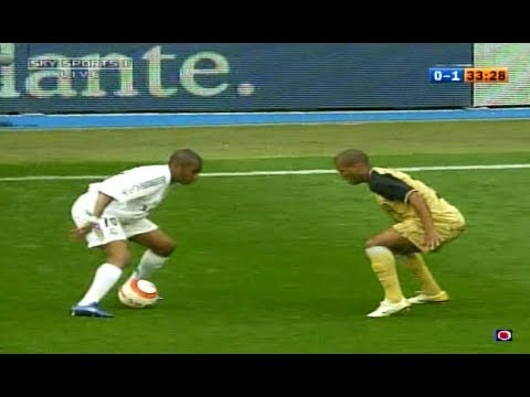 Robinho Making Defenders Look Stupid ● Hilarious Skills