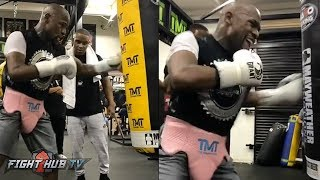 IS FLOYD MAKING A COMEBACK?! MAYWEATHER HAMMERING THE HEAVY BAG IN THE GYM