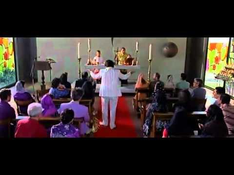 Qualunquemente - Cetto Laqualunque Comizio in Chiesa