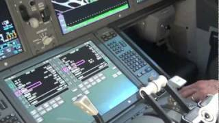 Boeing 787 Dreamliner cockpit and cabin tour Dubai Airshow 2011 HD