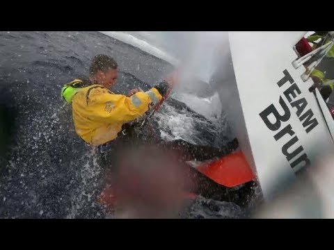 TEAM BRUNEL - Fixing a rudder sailing 20 knots
