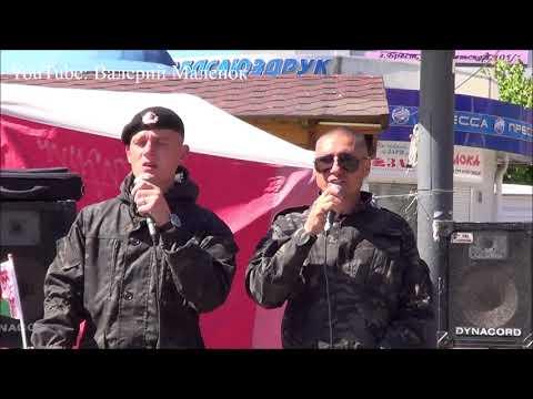 Наслаждайтесь песней! РАСПЛЕСКАЛАСЬ СИНЕВА! парни из Одессы поют на улице!!!